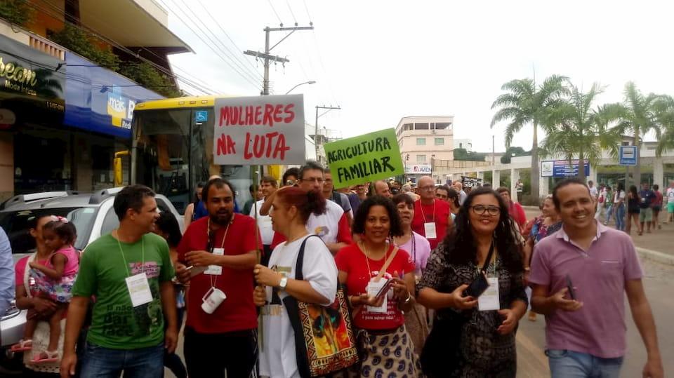 Participantes em passeata no 11º Encontro Nacional no Espirito Santo